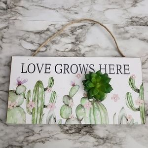 "Succulent ""Love Grows Here"" Wall Plaque"